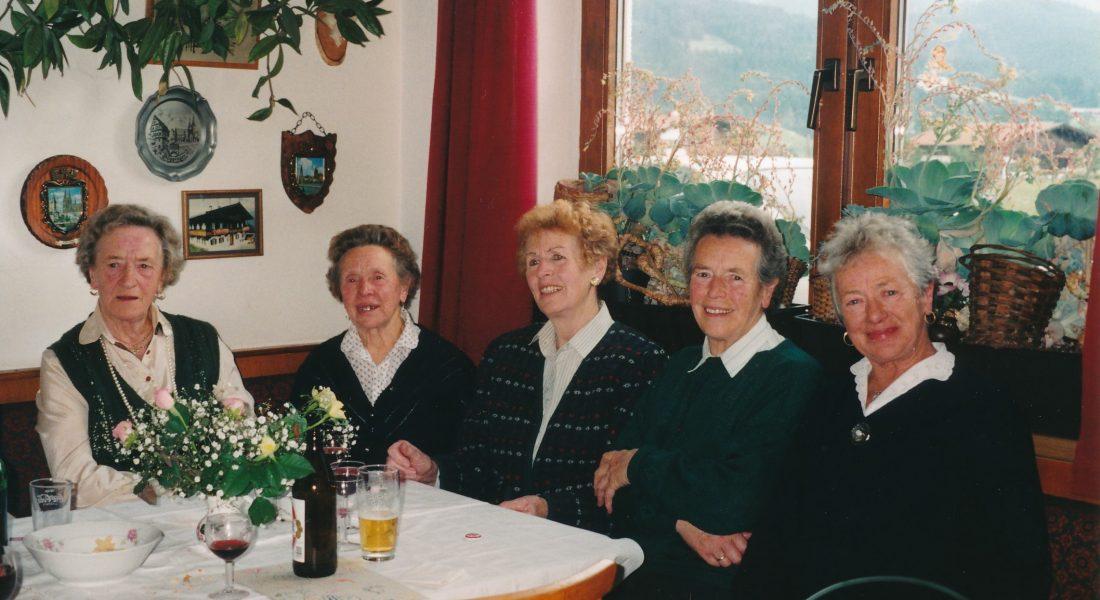 Hebammen in Ellmau: Anna Unterguggenberger damals und Theresa Hechenberger heute