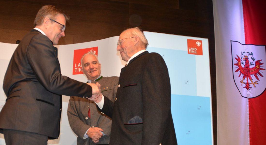 Tiroler Ehrenamtsnadel für verdiente Ellmauer